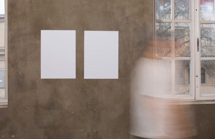 Papier peint dans un couloir